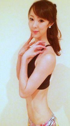 「骨ストレッチ」って聞いたことありますか?筋肉なら聞いたことあるけれど…という方が多いと思いますが、実は骨ストレッチには、デトックスや冷え性改善、ウエストダウンなどうれしい効果がたくさんあるんです。 Yoga Fitness, Health Fitness, Light And Shadow, Sexy Body, Hair Beauty, Diet, Workout, 4 Life, Exercises
