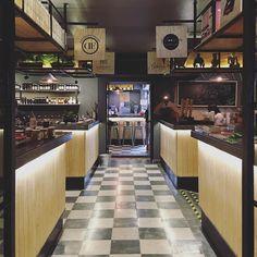 Descubriendo nuevos lugares en mi colonia. Casa Quimera en la colonia Roma ofrece pequeños comercios con productos gourmet y veganos además de la sucursal de uno de mis restaurantes favoritos de Cancún #VeganPlanet  #axm #axmmexico #mexico #laroma #cdmx by alanxelmundo