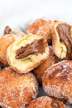 These mini pancakes called 'ebelskivers' originate in Denmark and can be stuffed with whatever you like. Nutella Pancakes, Mini Pancakes, Köstliche Desserts, Delicious Desserts, Dessert Recipes, Unique Recipes, Sweet Recipes, Comida Diy, Gourmet Recipes