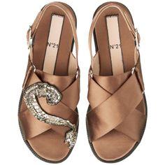 シューズ ❤ liked on Polyvore featuring shoes, flats, sandals, flat pumps, flat pump shoes, flat heel shoes and flat shoes