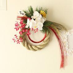 しめ縄飾り[赤] Floral Centerpieces, Floral Arrangements, Flower Crafts, Flower Art, Art Floral, Floral Design, Japanese Ornaments, Christmas Diy, Christmas Wreaths