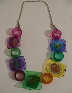 Reuse Plastic Bottles, Plastic Bottle Crafts, Bottle Cap Crafts, Plastic Jewelry, Resin Jewelry, Jewelry Crafts, Handmade Accessories, Handmade Jewelry, Urban Jewelry