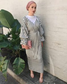 How to Style Striped Dress For Hijab Fashion Modern Hijab Fashion, Hijab Fashion Inspiration, Islamic Fashion, Abaya Fashion, Muslim Fashion, Modest Fashion, Fashion Outfits, Modest Wear, Modest Dresses