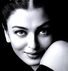 Aishwarya Rai close up face in black white photo Celebrity Faces, Celebrity Drawings, Cute Celebrities, Bollywood Celebrities, Celebs, Black And White Portraits, Black White Photos, Aishwarya Rai Wallpaper, Ladies White