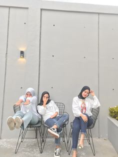 Ootd Hijab, Ulzzang Girl, Besties, Baby Strollers, Photo Ideas, Friendship, Korean, Bts, Poses