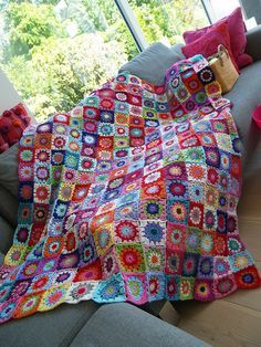 Square circles in many colours. 14x16=224 in total Each blanket starts with a simple 'loop'