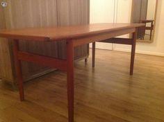 Myydään kaunis 50/60-luvun sohvapöytä palisanteria. Erittäin hyväkuntoinen, pinnassa ei naarmuja tai kulumia.Pöytä on pitkänomainen ja sen koko on 150 x 60, korkeus 57. Nouto Maunulasta.