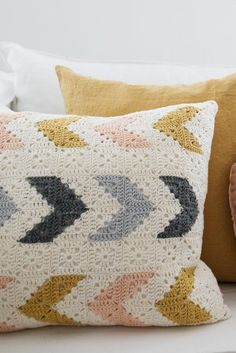 Ravelry: Virkat kuddfodral pattern by Therese Hagstedt Ravelry: Modèle de taie d'oreiller actif par Therese Hagstedt Crochet Pillow Cases, Crochet Pillow Patterns Free, Crochet Cushion Cover, Crochet Cushions, Free Pattern, Diy Cushion Covers, Pillow Covers, Crochet Home, Crochet Crafts