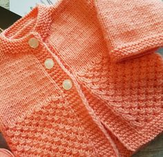 Baby set for a girl's knitted needles with my addi! Baby Knitting Patterns, Knitting Baby Girl, Baby Cardigan Knitting Pattern, Kids Vest, Knitting Needles, Crochet, Knitwear, Style Inspiration, Blog