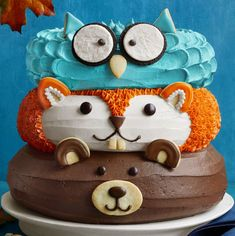 amazing cakes Celebrate fall with this forest friends cake, a three-tiered dessert decorated as adorable woodland creatures. Pretty Cakes, Cute Cakes, Sweet Cakes, Fancy Cakes, Pink Cakes, Gorgeous Cakes, Tortas Deli, Friends Cake, Friends Recipe