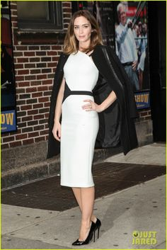 emily blunt late show with david letterman 01 Emily Blunt looks gorgeous while heading into the Ed Sullivan Theatre for an appearance on The Late Show with David Letterman on Tuesday afternoon (November 25)…