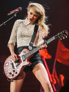 """Taylor swift singing """"Red"""" at the Red Tour"""