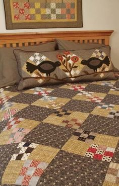 Love this quilt . . . and the appliqued pillow