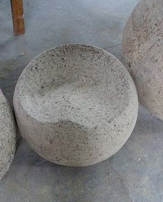 Hypertufa garden seat- this website has many beautiful garden and decoration ideas.