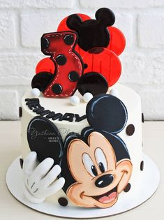 No photo description available. Mini Mouse Cake, Mickey Mouse Birthday Cake, Minnie Cake, Mickey Cakes, Baby Birthday Cakes, Pastel Mickey, Bolo Mickey, Friends Cake, Character Cakes