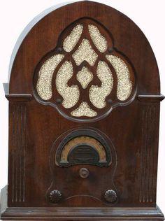 1930's Airline Super Heterodyne Cathedral Tube Radio