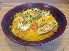 Moqueca de Peixe!! 6 postas de peixe a seu gosto (Usamos vermelho) pode ser filé de peixe também 2 colheres de cafezinho de sal + 1 para temperar o peixe 1 colher de sopa de azeite de oliva 2 cebolas médias/pequenas 1 e meia colher de sopa de azeite de dendê 6 rodelas finas de pimentão 3 tomates maduros 2 dentes de alho 1 limão para lavar o peixe 2 caules de cebolinha verde 1 colher de sopa de coentro picado 2 colheres de sopa de salsa picada 200 ml de leite de coco seco....