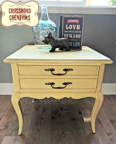 Cute, Curvy Table #DIY #queenanne #cremebrulee #yellow #homedecor #furniturepaint #paintedfurniture #pastel #endtable - blog.countrychicpaint.com