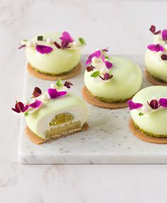 Pineapple, basil, lime and white chocolate mini mousse - In Love With Cake Small Desserts, Bite Size Desserts, Gourmet Desserts, Fancy Desserts, No Bake Desserts, Delicious Desserts, Mini Dessert Recipes, Mousse Dessert, Mousse Cake