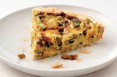 Zin in iets nieuws? Met deze hartige taart combineer je het beste uit twee werelden. - Recept - Allerhande Creme Fraiche, Lasagna, Yummy Food, Snacks, Breakfast, Ethnic Recipes, Quiches, Food Ideas, Wraps