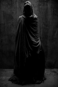 Hekate, Hecate, Cybele, Lilith, etc. Dark Fantasy Art, Dark Art, Cyberpunk, Catty Noir, Arte Horror, Dark Photography, Grim Reaper, Dark Beauty, Dark Fashion