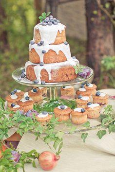 心がときめくウェディングケーキ Diy Wedding Food, Camp Wedding, Wedding Desserts, Blueberry Tea, Camping Desserts, Traditional Wedding Cakes, Wedding Cake Alternatives, Party Sweets, Nontraditional Wedding