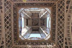 Photo prise au pied de la Tour Eiffel. Paris, Tour Eiffel, Tower, France Travel, Montmartre Paris, Rook, Computer Case, Paris France, Eiffel Towers