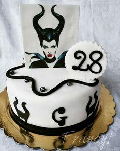 Cake Maleficent FB: Francy's Cakes www.facebook.com/cakeasfrancys/ Instagram: francyscakes