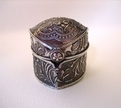 Catherine Witherell's beautifully detailed metal clay box.