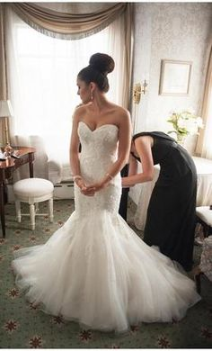 NO BUTTON BACK-LOVE THE SOFTNESS OF BOTTOM Maggie Sottero Julia, find it on PreOwnedWeddingDresses.com