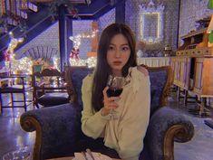 South Korean Girls, Korean Girl Groups, Anime Scenery, These Girls, Kpop Girls, Girlfriends, Rapper, Ruffle Blouse, Face