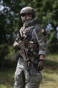 NOTE chemlights, pouches, helmet, crye pants