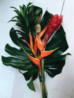 Easy flower arrangements and flower wrapping ideas to try before giving someone flowers. Domino magazine shows you easy, beautiful ideas for wrapping your flowers in wrapping paper or eucalyptus. Tropical Centerpieces, Tropical Flower Arrangements, Wedding Flower Arrangements, Flower Centerpieces, Exotic Flowers, Tropical Flowers, Amazing Flowers, Small Flowers, Purple Flowers