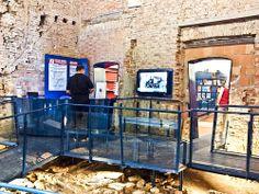 Una passerella su secoli di storia...all'ufficio IAT di Modena