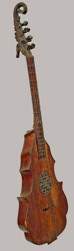 Cittern ca. 1550. At the National Music Museum, at the University of South Dakota. There are many, many more photos to admire via this link.