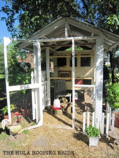Love the Creativity on this Hen House! They should be as unique as the lives of those that raise backyard flocks! #BackyardChickens www.FreeHenHousePlans.weebly.com