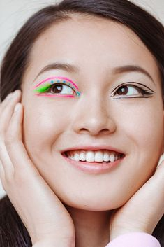 Makeup artist Emi Kaneko demonstrates 4 mismatched looks you can do with your eyeshadow.
