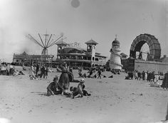 A day at the beach Old Pictures, Old Photos, Vintage Photos, Great Places, Places To Go, Blackpool Pleasure Beach, Blackpool England, Uk History, Modern History