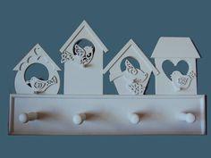 Cabideiro com motivo de pássaros em pintura PU branca.  Medidas: 45cm(L) x 27cm(A) x 8cm (P) R$ 150,00