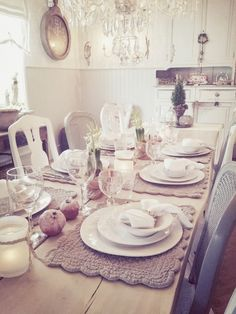 love this kitchen. Dining Set, Kitchen Dining, Swedish Interiors, Casual Dining Rooms, Home Kitchens, Tablescapes, Household, Interior Decorating, Table Settings