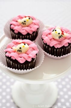 Hello Kitty Pink Basketweave Cupcakes