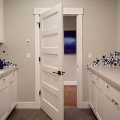 5 Panel Shaker Interior Doors Design Ideas, Pictures, Remodel, and Decor. Love the door, trim and also the backsplash for the laundry room Shaker Interior Doors, Shaker Doors, Interior Trim, Interior Exterior, Interior Design, Interior Panel Doors, Interior Door Styles, Interior Door Knobs, Shaker Style Doors