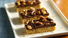 Gluten Free Holiday Toffee Bars: Bisquick Gluten-Free Mix makes giving gluten-free cookies not only possible but delicious. Gluten Free Bars, Gluten Free Sweets, Gluten Free Cookies, Gluten Free Baking, Gluten Free Recipes, Dairy Free, Gluten Free Christmas Cookies, Toffee Bars, Bisquick Recipes