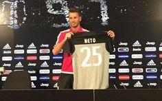 """Neto sbeffeggia la Fiorentina: la Juve e' meglio """"Ho pensato a quello che era meglio per la mia carriera e per il mio futuro. Alla fine ho pensato che fosse meglio venire qua, in una squadra vincente, dove riuscirò a proseguire la mia crescita"""". L' #neto #juventus"""