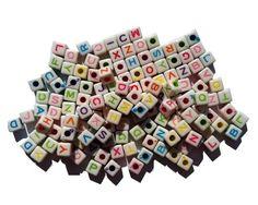 Kralen   Loom Beads Letters mix colors vierkant 100 st.