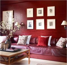 A Lovely Library. In this home office that also doubles as a guest room, interior designer John Saladino decorated it in shades of Marsala to fill the room with warmth and color. Marsala: Full-Bodied Color of The Year Room Paint Colors, Paint Colors For Living Room, Living Room Decor, Dining Room, Elle Decor, Red Rooms, Red Walls, Brown Walls, Red Interiors