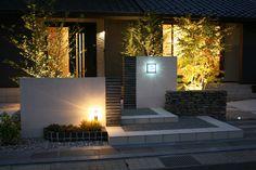 シックで高級感あふれる門まわり 庭照明1