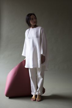 Oversize white cotton/linen top over white jeans