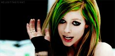 Green-Hair-avril-lavigne-hairstyle-24898142-408-200.gif (408×200)