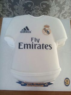 Real Madrid shirt cake x Soccer Birthday, Soccer Party, Torta Real Madrid, Real Madrid Shirt, Soccer Cake, Shirt Cake, Dress Cake, Cakes For Boys, Cupcakes